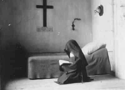 carmelite praying